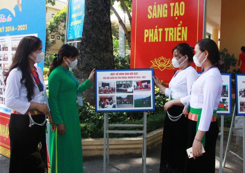 Các đại biểu phụ nữ xã Yên Trung tham dự đại hội