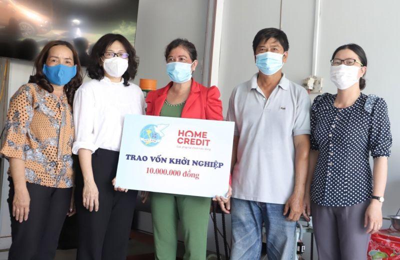 Home Credit trao tặng vốn khởi nghiệp cho phụ nữ tỉnh Đồng Tháp