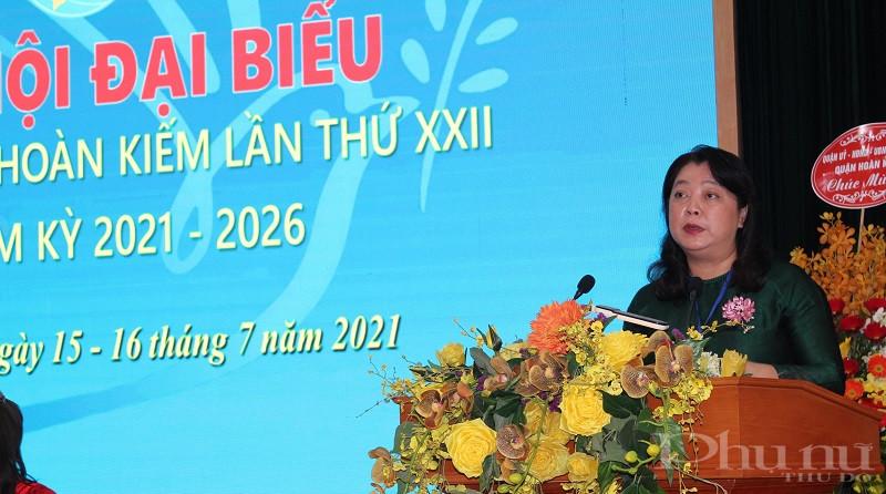 Đồng chí Nguyễn Thị Thu Thủy - Phó Chủ tịch Hội LHPN Hà Nội phát biểu chỉ đạo Đại hội