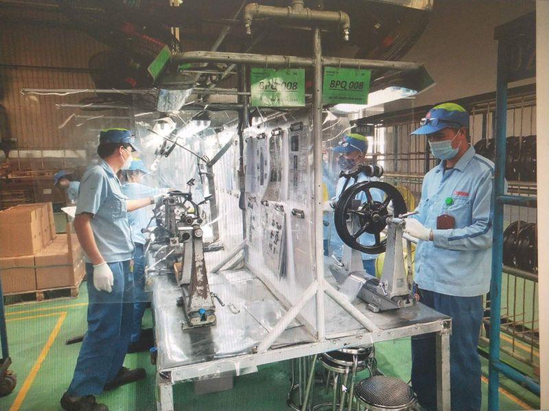 Các nhà máy, doanh nghiệp trên địa bàn TP tiếp tục đẩy mạnh thực hiện các biện pháp phòng dịch, thực hiện mục tiêu kép