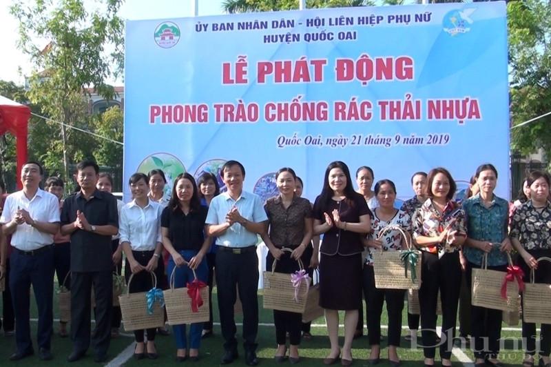 Hội LHPN huyện Quốc Oai phát động phong trào chống rác thải nhựa.HPN