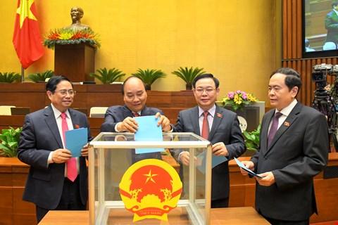 Các đồng chí lãnh đạo Đảng, Nhà nước bỏ phiếu các chức danh tại kỳ họp Quốc hội khóa XIV