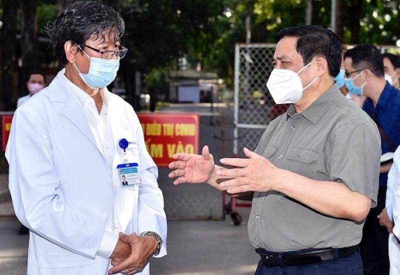 Thủ tướng Chính phủ Phạm Minh Chính động viên, kiểm tra, đôn đốc nhiệm vụ phòng chống dịch COVID-19 tại Bình Dương.