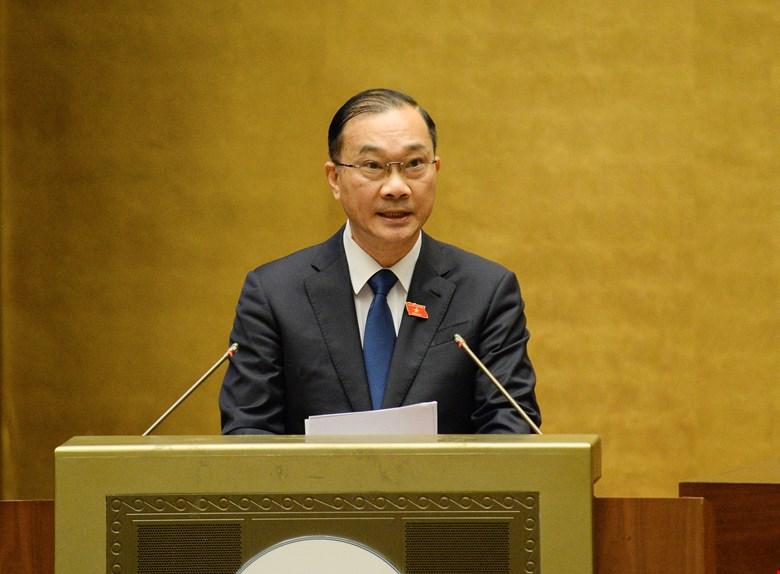 Chủ nhiệm Ủy ban Kinh tế của Quốc hội Vũ Hồng Thanh báo cáo thẩm tra