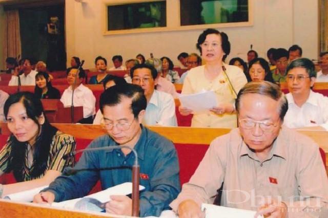 Đại biểu Nguyễn Thị Anh Nhân phát biểu tại kỳ họp Quốc hội khóa XI.