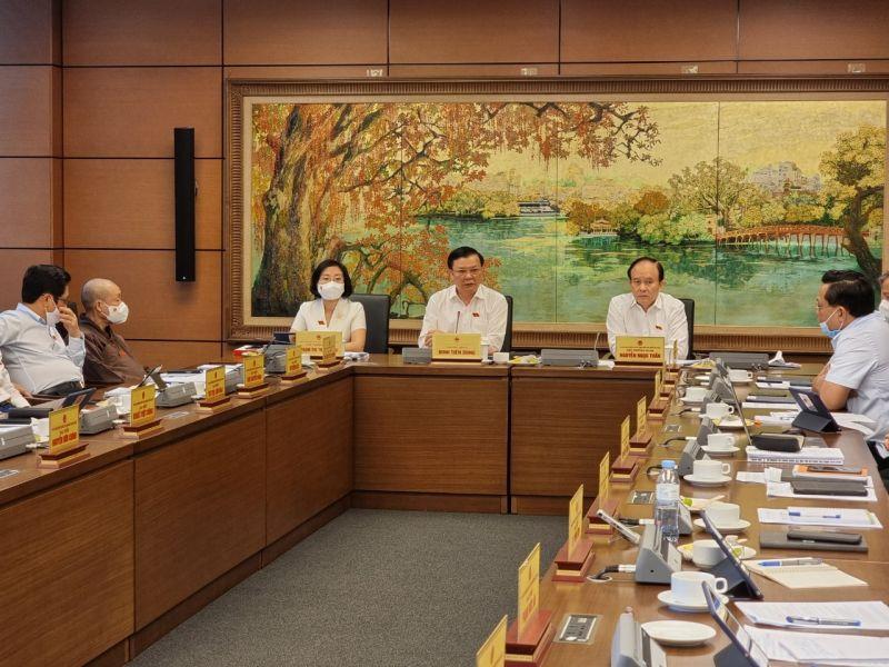 Đoàn đại biểu Quốc hội thành phố Hà Nội thảo luận tại tổ