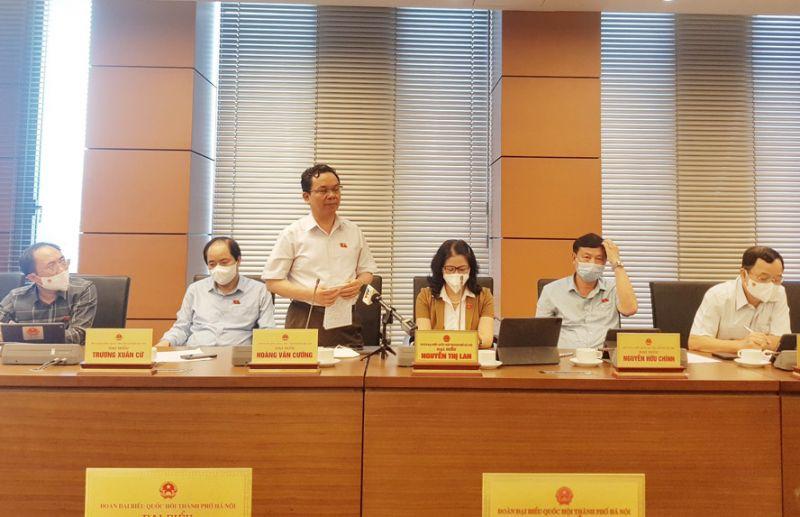 Đại biểu Hoàng Văn Cường phát biểu tại buổi thảo luận tổ