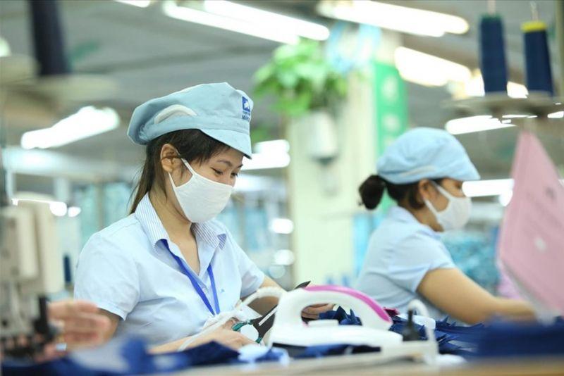 Người LĐ làm việc tại nhà máy, xí nghiệp là một trong những đối tượng thụ hưởng hỗ trợ theo Nghị quyết 68 của Chính phủ