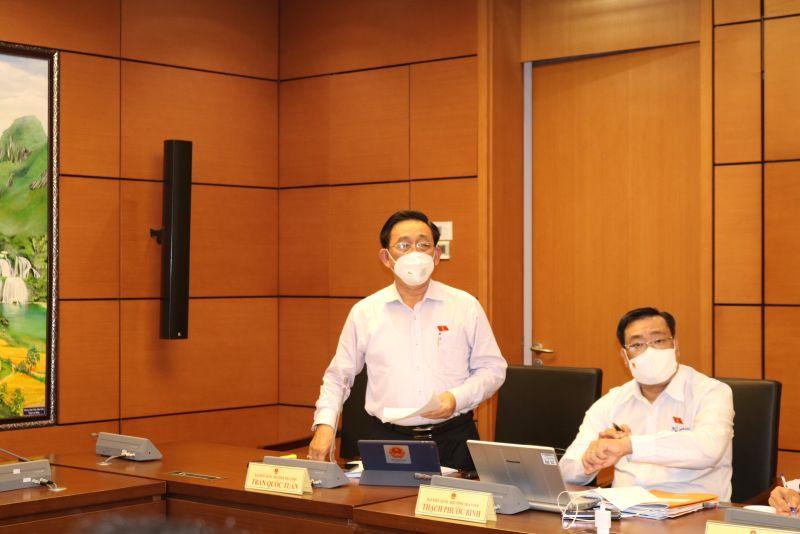 Đại biểu Đoàn Trà Vinh thảo luận tại tổ