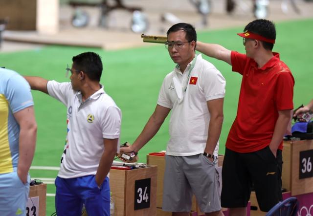 Hoàng Xuân Vinh cho biết tâm lý anh bị căng cứng khi bước vào loạt thứ tư dẫn đến thành tích không như ý. Ảnh: Reuters.
