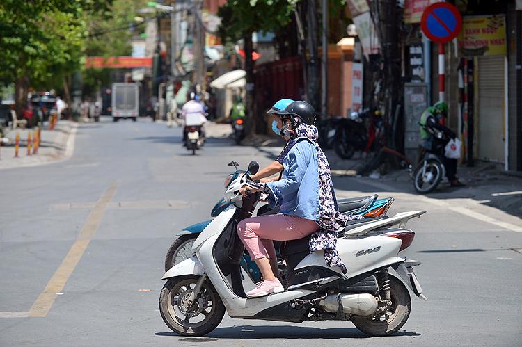 Ngày 26/7, chỉ số nóng bức (HI - Heat Index) cực đại tại Thủ đô Hà Nội, tỉnh Quảng Ninh và Hà Tĩnh ở mức nguy hiểm). Ảnh: Lê Phú/Báo Tin tức