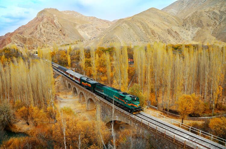 Tuyến đường sắt chạy xuyên Iran dài 1.394 km. Ảnh: UNESCO