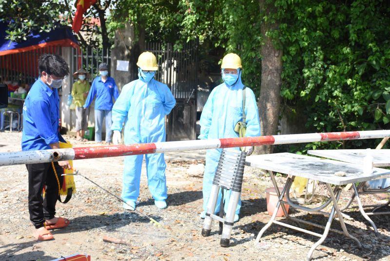 CBCNV làm việc tại khu vực dịch bệnh được trang bị bảo hộ theo quy định của Bộ Y tế