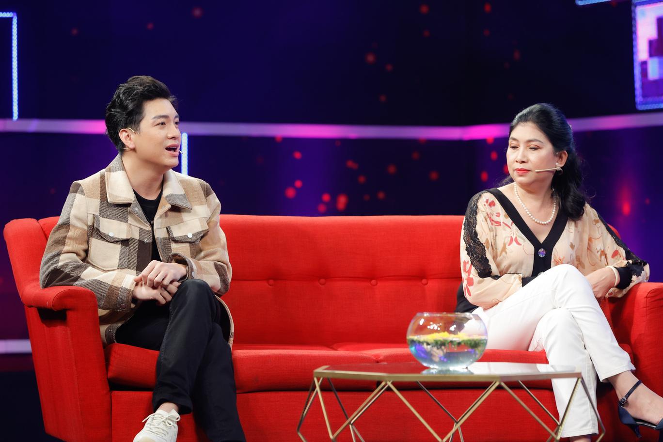 Diễn viên Hữu Đằng và mẹ tham gia chương trình