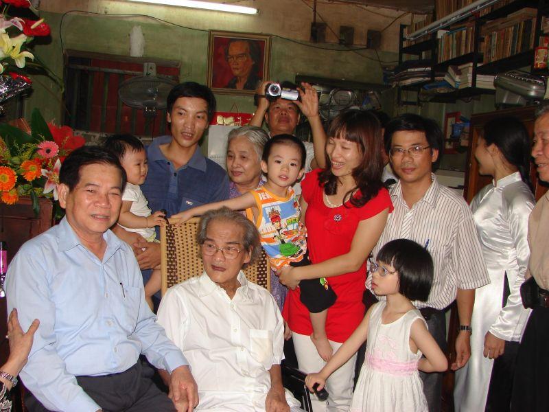 Ngày 17/07/2011 Chủ tịch nước Nguyễn Minh Triết thăm nhà văn Sơn Tùng