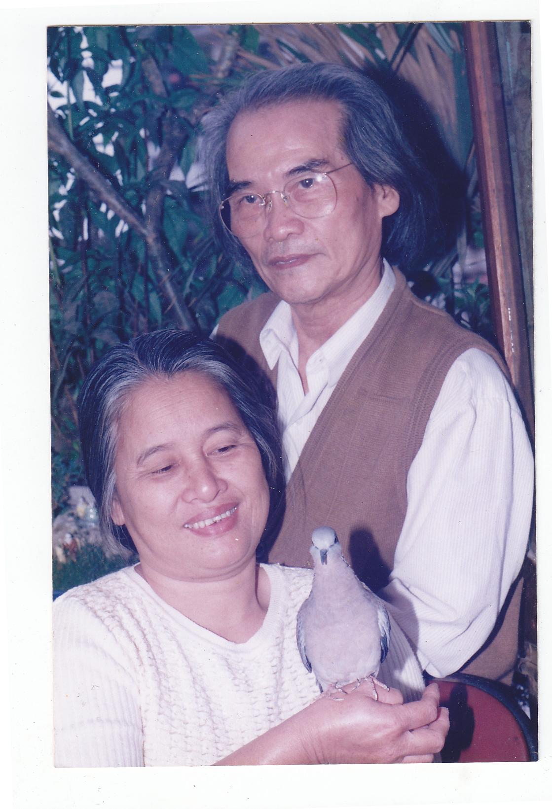 Nhà văn Sơn Tùng hạnh phúc bên người vợ hiền – bà Phan Thị Hồng Mai