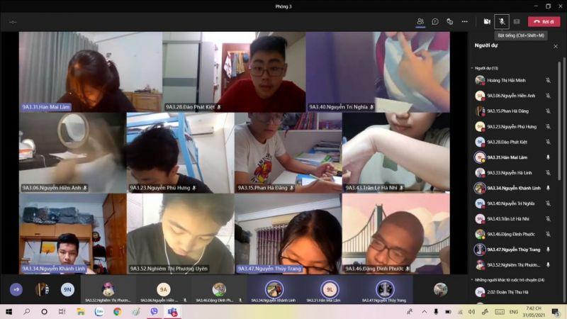 Hiện nay, nhiều trường ở ngoại thành Hà Nội chưa có đủ điều kiện để kiểm tra định kỳ cuối năm theo hình thức trực tuyến (ảnh minh họa: học sinh trường THCS Nam Trung Yên)