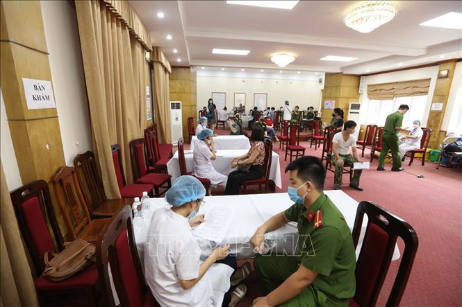 Triển khai phân luồng, đảm bảo giãn cách, an toàn phòng dịch tại điểm chủng bệnh viện Mắt Hà Nội 2
