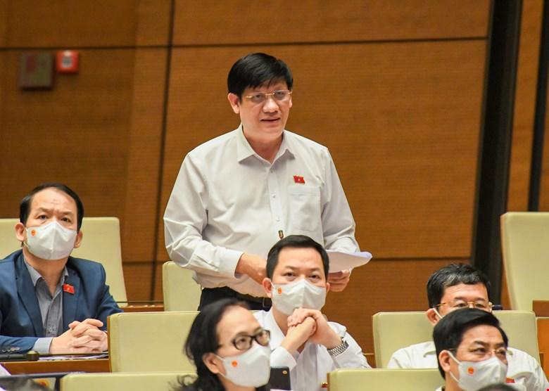 Bộ trưởng Bộ Y Tế Nguyễn Thành Long phát biểu tại hội trường