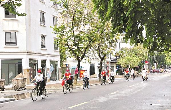 Tổ tuyên truyền cơ động bằng xe đạp của Hội LHPN phường Phú La đã hoạt động từ năm 2020, đến nay đã trở thành nếp sinh hoạt thường thấy của cán bộ, hội viên và người dân