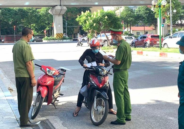 Công an thành phố Hà Nội kêu gọi mọi người dân hãy chung sức, đồng lòng, khắc phục khó khăn, cùng nhau chống dịch