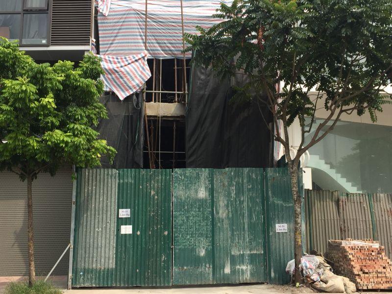 Một công trình xây dựng dân dụng trên địa bàn phường Bồ Đề đã tạm dừng thi công để phòng chống dịch