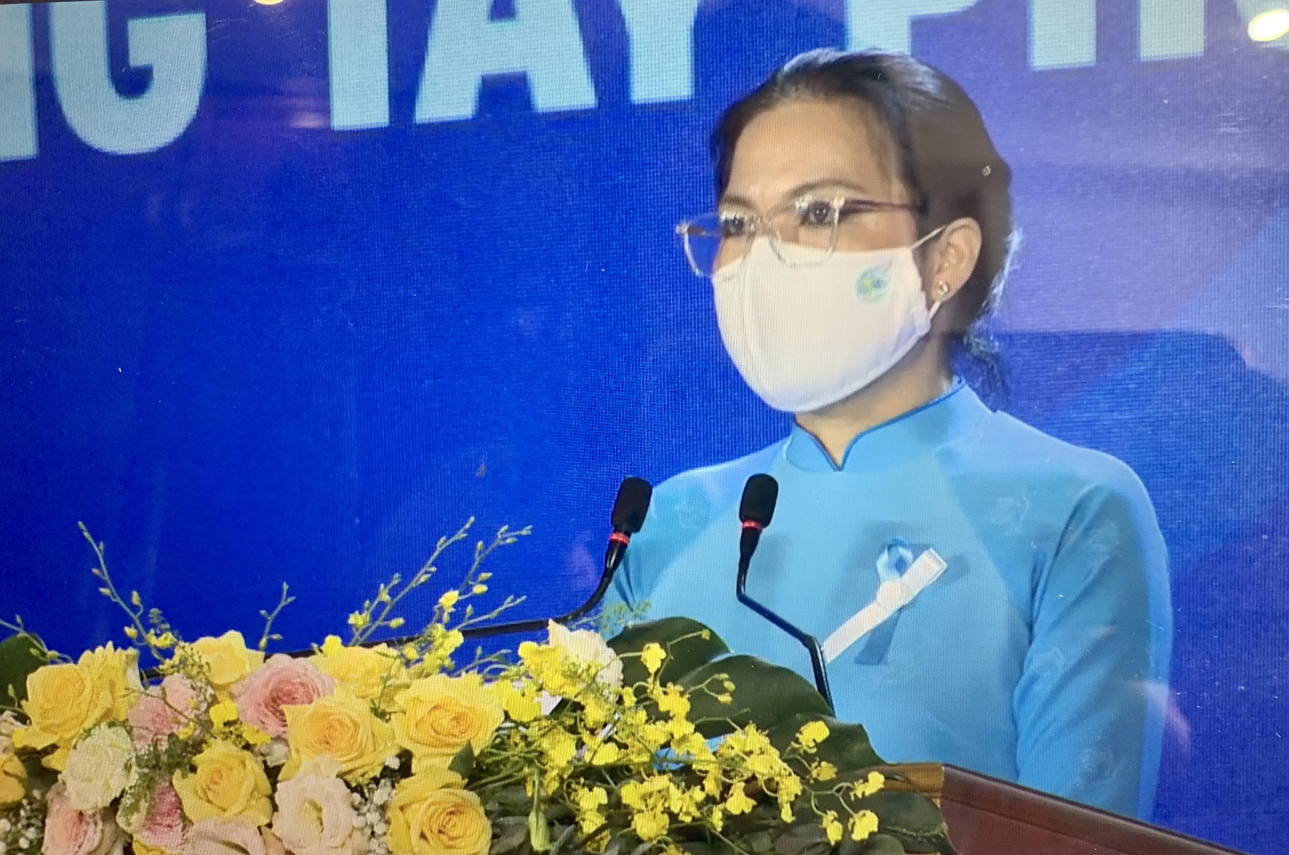 Bà Hà Thị Nga, Ủy viên TƯ Đảng, Chủ tịch Hội LHPN Việt Nam phát biểu khai mạc chương trình