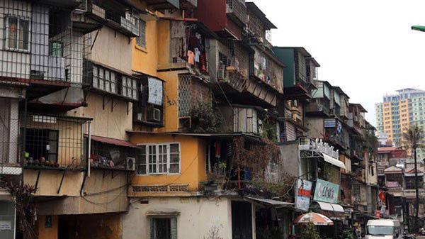 Một chung cư cũ xuống cấp tại Hà Nội cần sớm được xây dựng lại
