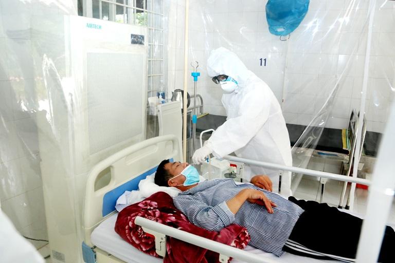 Theo chỉ đạo của BHXH Việt Nam, tuyệt đối không để người bệnh phải tự chi trả chi phí KCB thuộc phạm vi quyền lợi và mức hưởng BHYT theo quy định trong quá trình KCB tại cơ sở y tế.