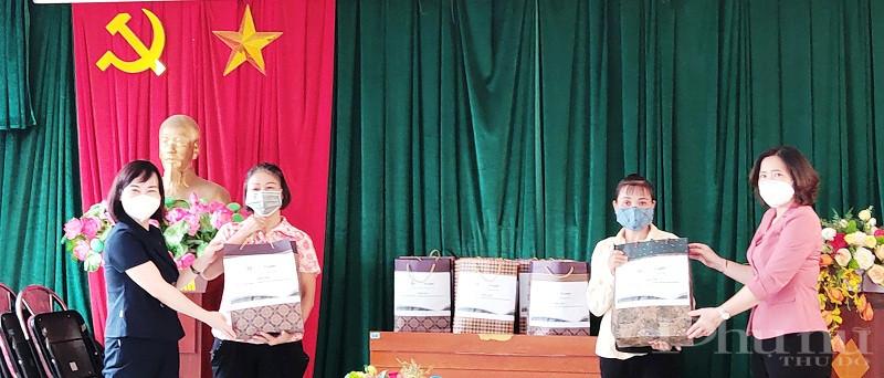 Đồng chí Lê Kim Anh - Chủ tịch Hội LHPN Hà Nội và đồng chí Nguyễn Thu Giang