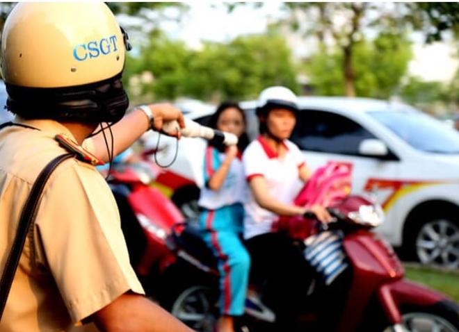 Kể từ 1/6, CSGT sẽ dừng phương tiện lập biên bản phạt từ 1-3 triệu đối với người lưu thông trên đường không đeo khẩu trang.