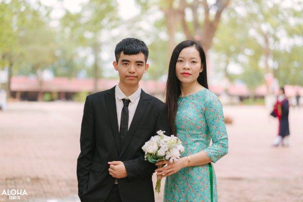 Thân Trọng An - Trường THPT Lục Nam với cô giáo chủ nhiệm Nguyễn Thị Xuân
