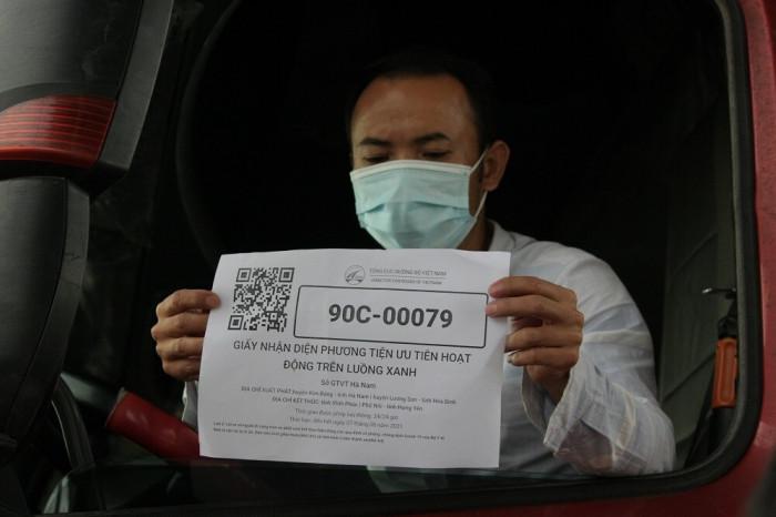 Các phương tiện vận chuyển chuyên gia, công nhân được cấp mã xác nhận để hoạt động