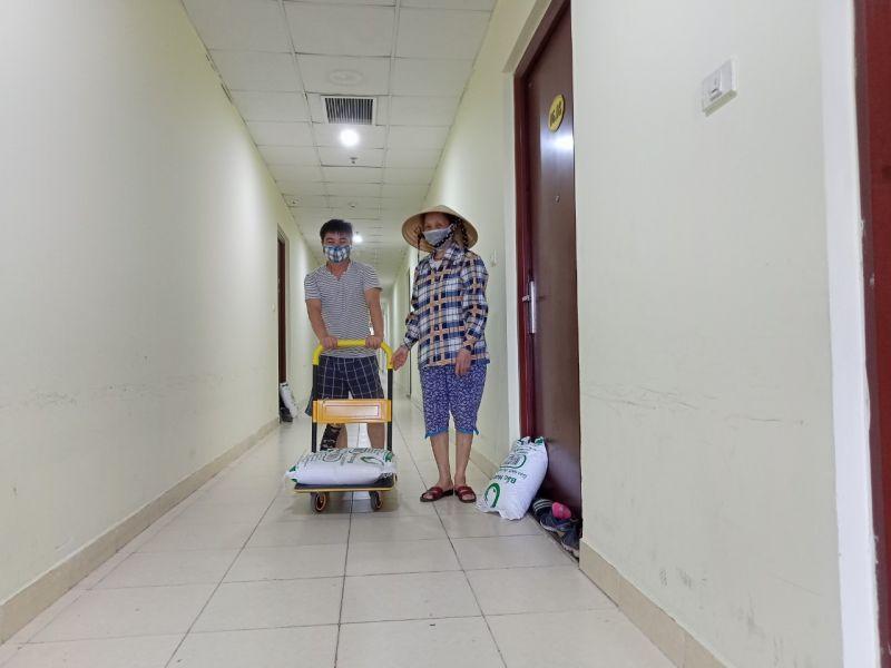 Mỗi hộ dân được tặng 10kg gạo chống dịch