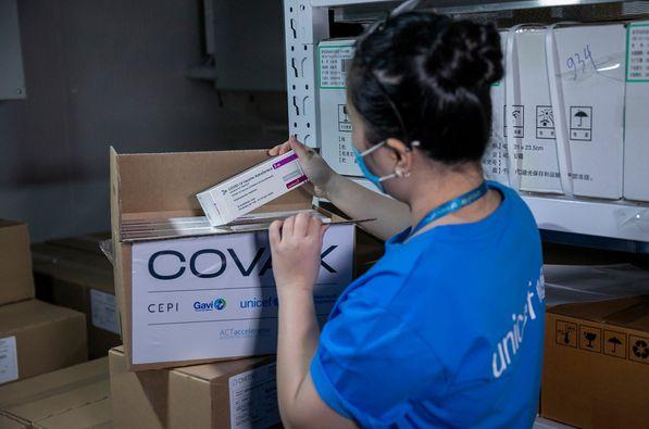 Vắc xin Covid-19 của Astrazeneca tại Kho vắc xin của Viện Vệ sinh Dịch tễ Trung ương