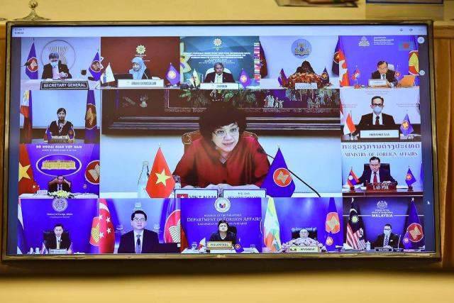 Đại sứ Nguyễn Thái Yên Hương phát biểu tại phiên đối thoại - Ảnh: BNG