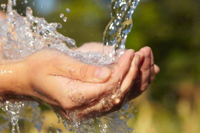 Chính phủ yêu cầu khẩn trương giảm giá nước, tiền nước sạch cho người dân (Ảnh minh họa).