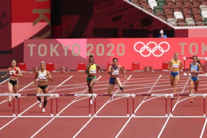 Quách Thị Lan thi đấu vòng loại nội dung 400 m rào nữ ngày 31/7. Nguồn: Tổng cục TDTT