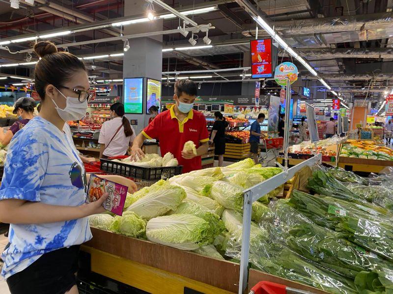 Gần 1.000 siêu thị và cửa hàng VinMart/VinMart+ tại Hà Nội vẫn phục vụ khách hàng