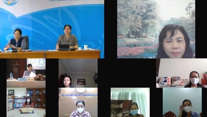 Chủ tịch Hội LHPN Việt Nam Hà Thị Nga (thứ hai phía trên từ trái ảnh qua) đang nắm tình hình dịch bệnh và hoạt động của các cấp Hội LHPN các tỉnh, thành phía Nam
