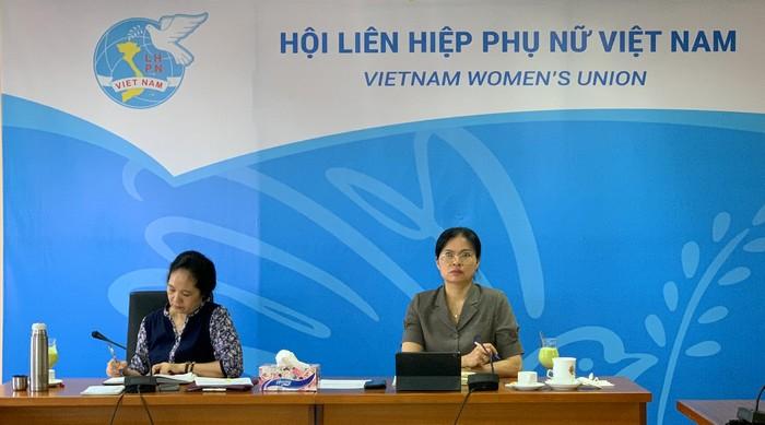Chủ tịch Hội LHPN Việt Nam Hà Thị Nga (phải ảnh) phát biểu tại buổi họp
