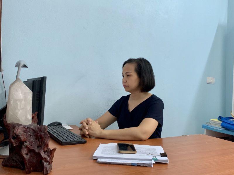 Cán bộ, hội viên phụ nữ các quận, huyện nhiệt tình hưởng ứng, theo dõi buổi nói chuyện. Từ những người làm việc tại nhà...