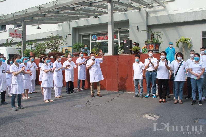 Đoàn công tác của BV Hữu Nghị lên đường chi viện cho TP Hồ Chí Minh.