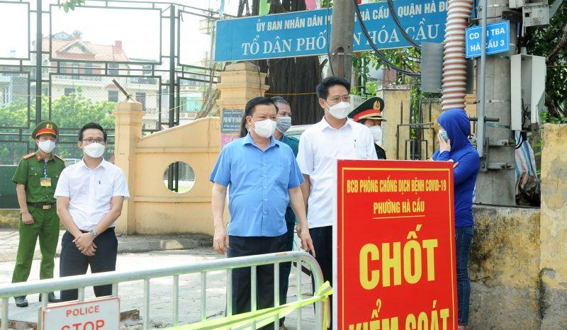 Quang cảnh buổi kiểm tra công tác phòng, chống dịch Covid-19 tại quận Hà Đông. Ảnh-Viết Thành