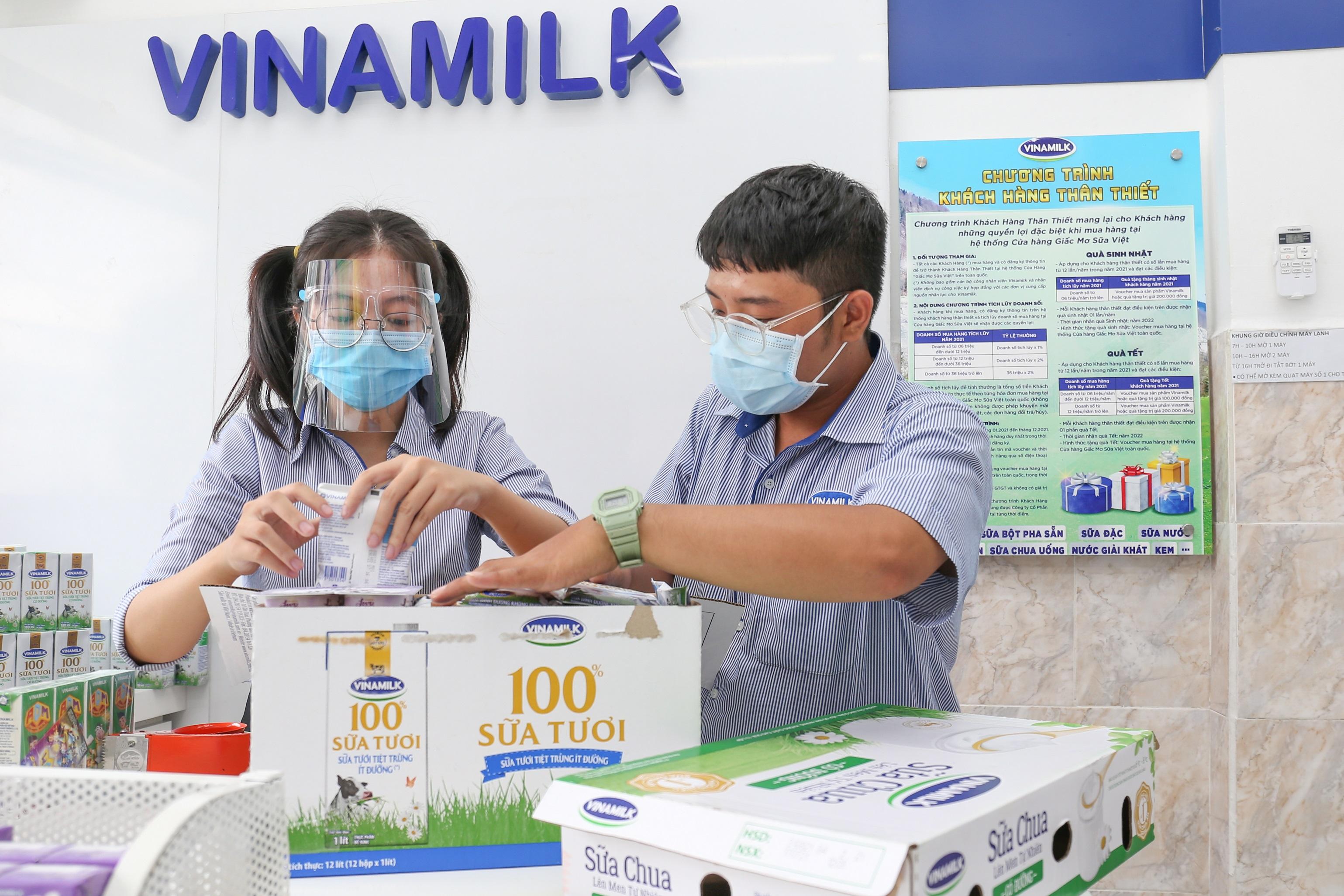 Hệ thống cửa hàng Giấc Mơ Sữa Việt của Vinamilk tăng cường hình thức bán hàng trực tuyến, giao hàng tại nhà để đáp ứng nhu cầu của người dân