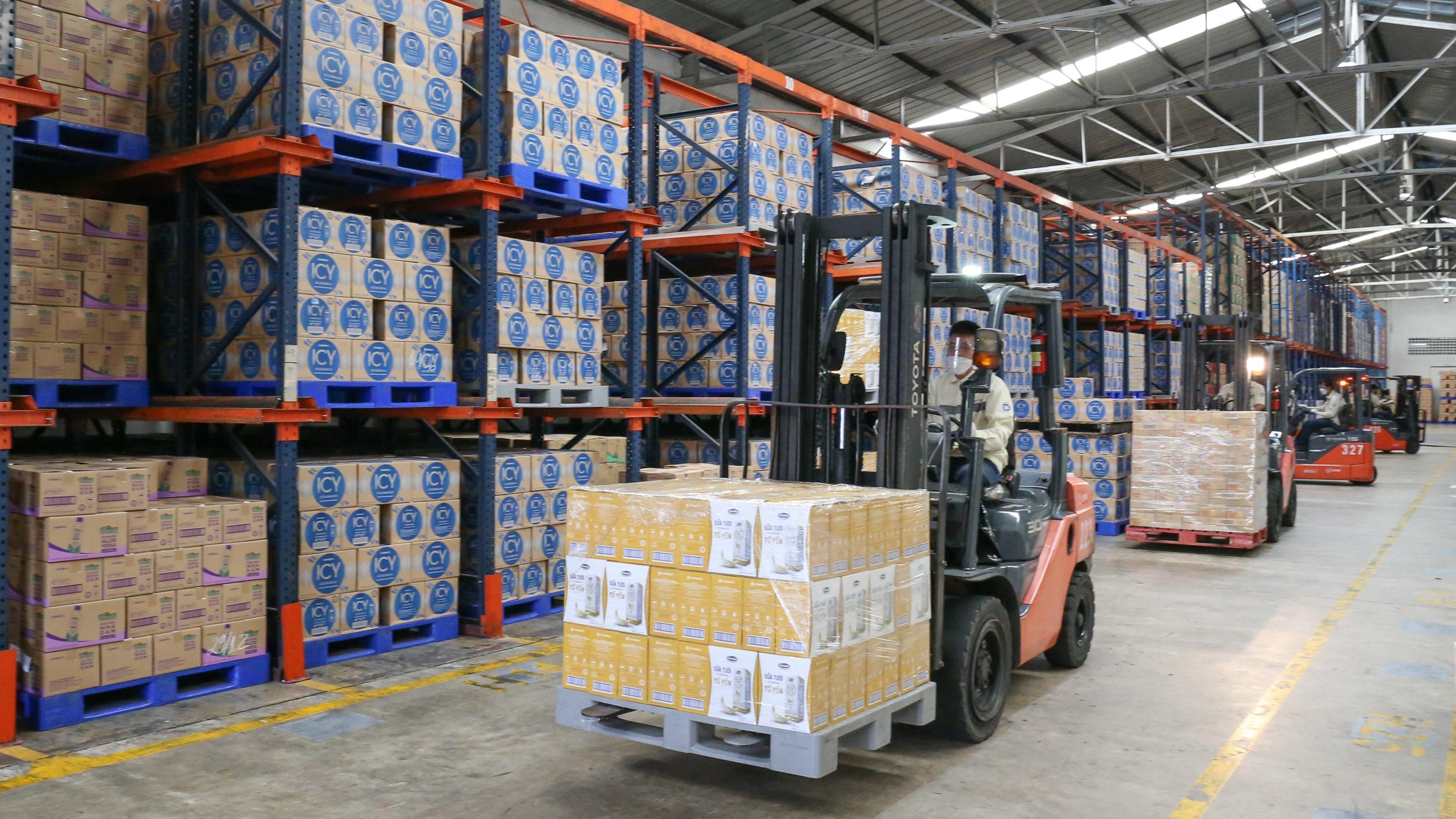 Hoạt động cung ứng hàng hóa được Vinamilk duy trì trong điều kiện giãn cách, đảm bảo sản phẩm dinh dưỡng đến với người dân