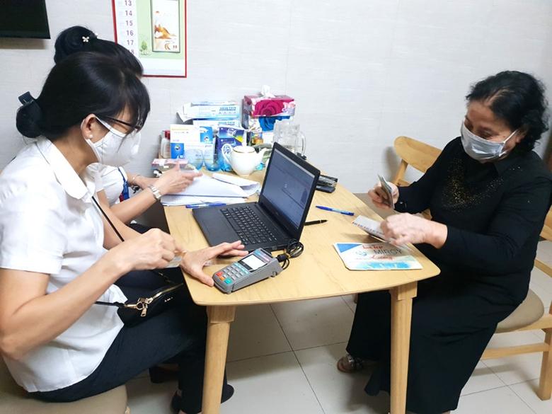 BHXH TP Hà Nội thực hiện chi trả lương hưu tại nhà trong thời gian giãn cách xã hội