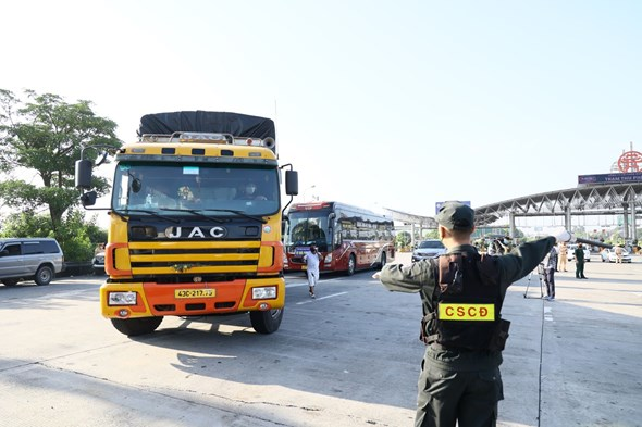 Sở GTVT Hà Nội yêu cầu toàn bộ người trên phương tiện vận chuyển phải có giấy chứng nhận kết quả xét nghiệm âm tính với SARS-COV-2 và khai báo y tế trong suốt hành trình.