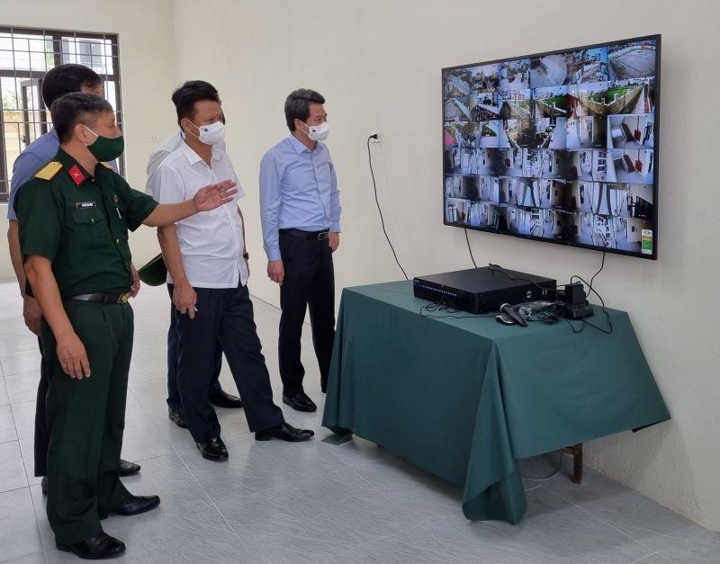 Đoàn công tác của Ban Thường vụ Thành ủy Hà Nội kiểm tra cơ sở vật chất khu cách ly tập trung tại Trường Tiểu học thị trấn Trạm Trôi