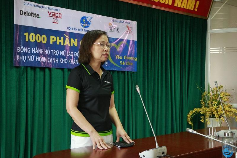 Bà Hà Thu Thanh, Chủ tịch Hội đồng thành viên Công ty Tư vấn và Kiểm toán Deloitte Việt Nam mong rằng những suất quà sẽ góp phần giúp các phụ nữ khó khăn vững tin  vượt qua dịch Covid-19